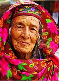 kobiety w wieku 50-60 lat mają gładką skórę